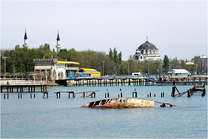 "photo ""seaside city"" tags: landscape, architecture, water"