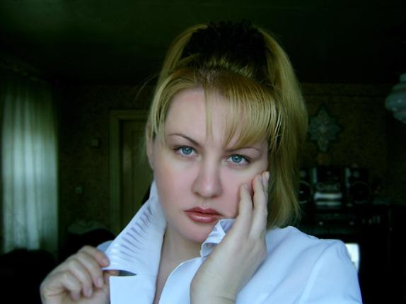 """photo """": )))"""" tags: portrait, woman"""