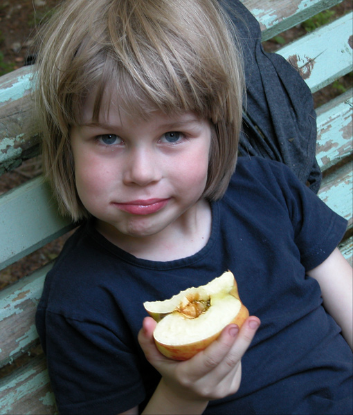 "photo ""Lusha & apple"" tags: portrait, children"