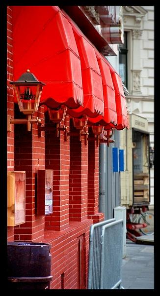 """фото """"Красная кнайпа.  Из серии """"Кёльнские улочки""""."""" метки: путешествия, жанр, Европа"""