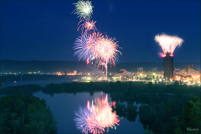 "photo ""Krasnoyarsk celebrates"" tags: architecture, landscape,"