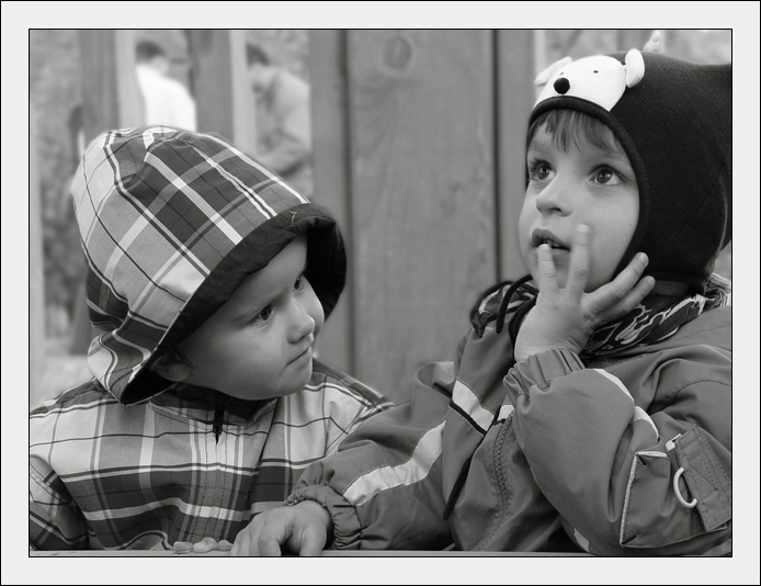 "photo ""The two"" tags: black&white, portrait, children"