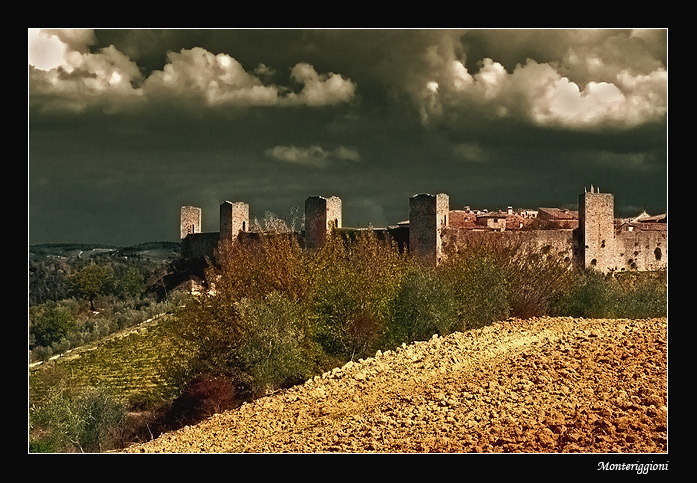 "photo ""Monteriggioni"" tags: architecture, landscape,"