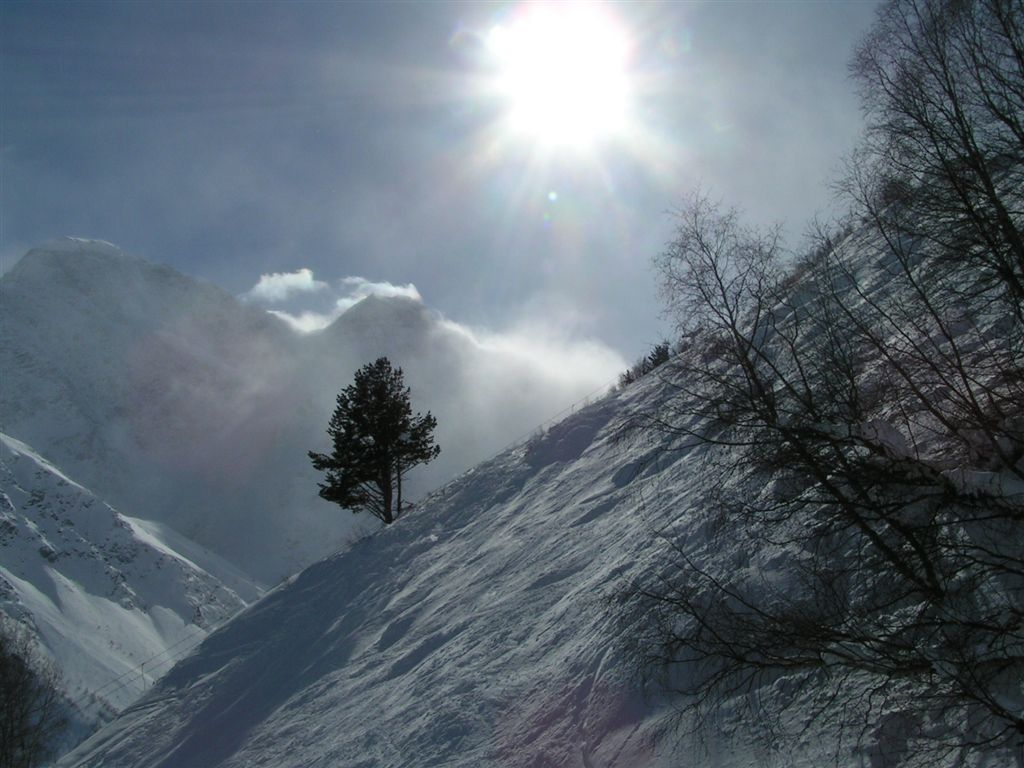 "photo ""The sun in mountains"" tags: landscape, mountains, winter"