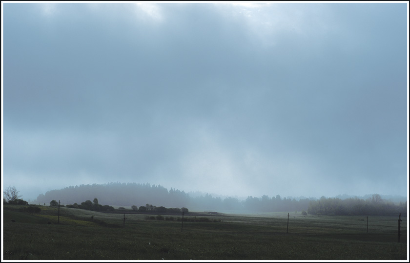 "photo ""The fog rises"" tags: landscape, clouds"