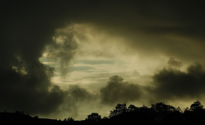 "photo ""Another sky photo"" tags: landscape, clouds"