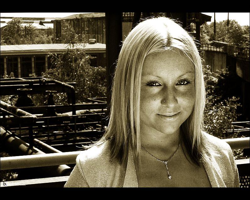 """photo """"factory-site-smile"""" tags: portrait, black&white, woman"""