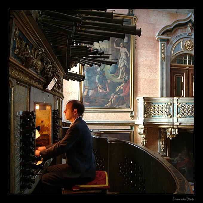 """photo """"The Organist"""" tags: portrait, genre, man"""