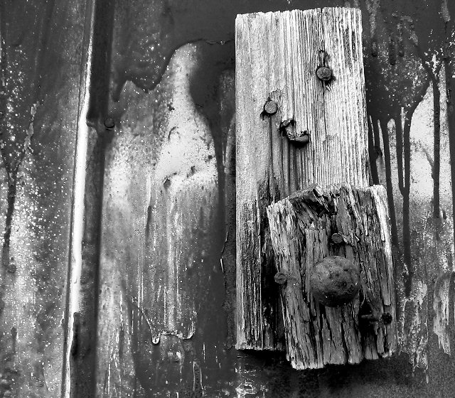 "photo ""Barn door handle"" tags: black&white,"