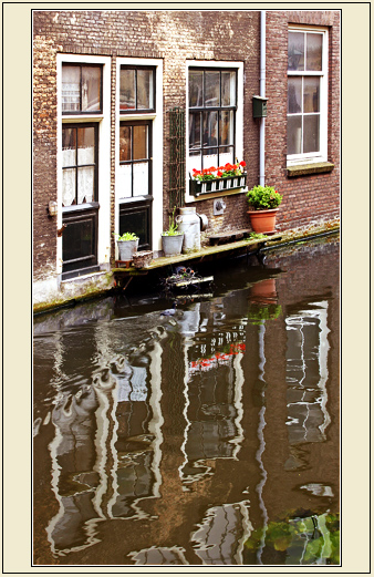 "photo ""Canal windows"" tags: genre, architecture, landscape,"