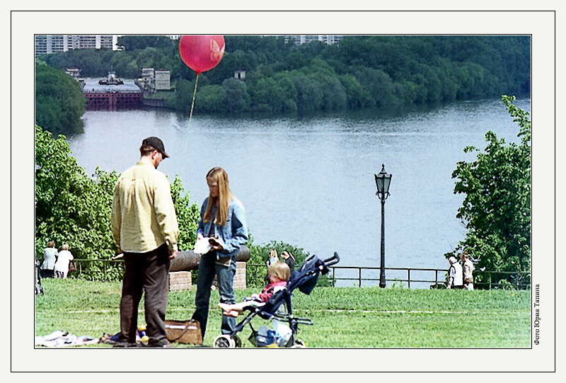 "photo ""About Red Balloon"" tags: genre,"