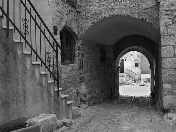 "photo ""Between two stairs"" tags: black&white,"
