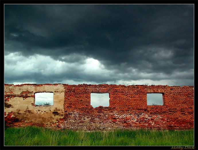"photo ""The wall"" tags: genre, misc.,"