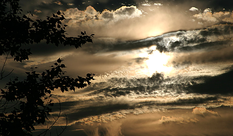 "photo ""Light vs. Shadow"" tags: landscape, clouds, sunset"
