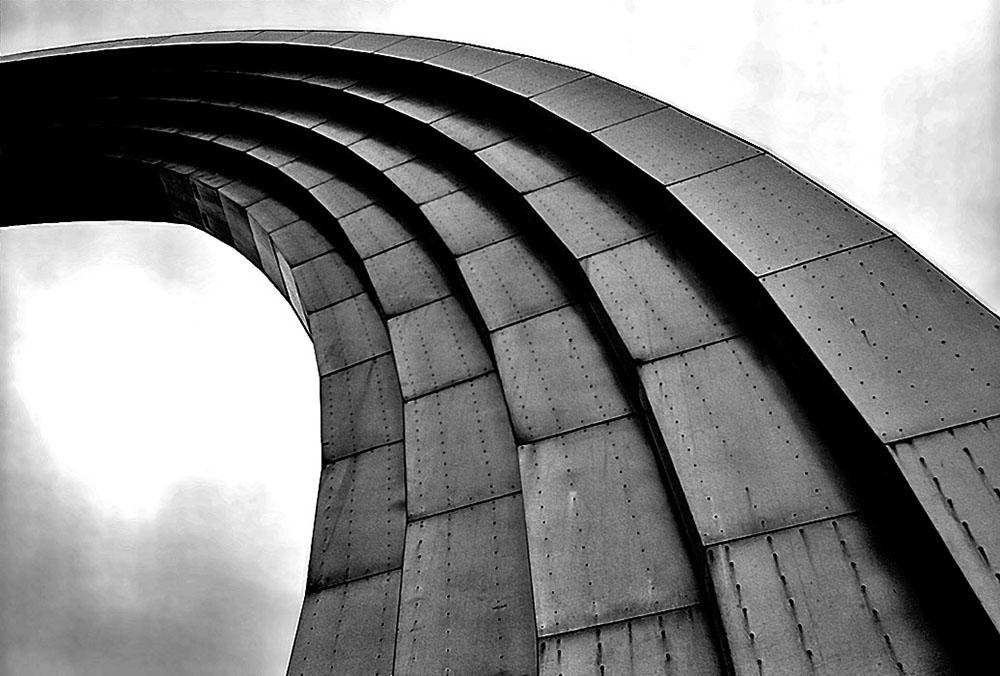 """photo """"Стальная радуга / Steel rainbow"""" tags: architecture, black&white, landscape,"""