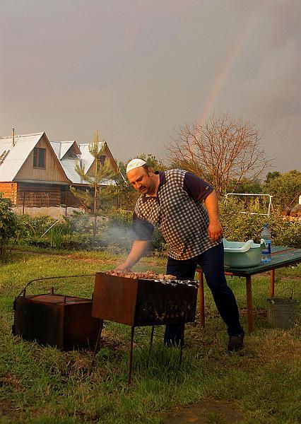 "фото ""Дача, сосед, шашлык и радуга."" метки: жанр, репортаж,"