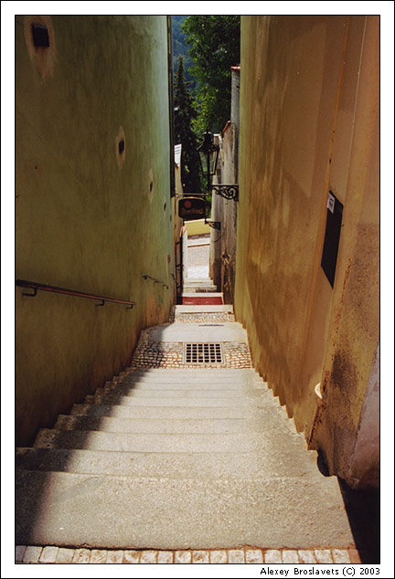 "photo ""Walking about narrow streets"" tags: architecture, landscape,"