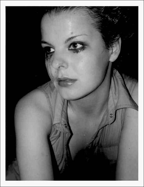 "photo ""waiting"" tags: black&white,"