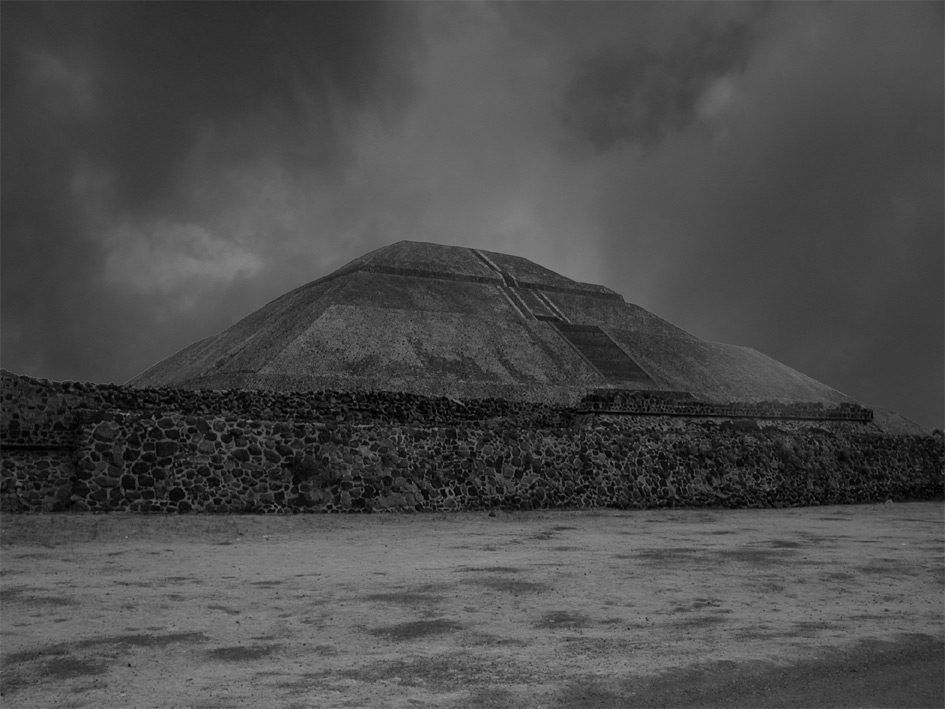 "photo ""piramide mayor"" tags: black&white,"