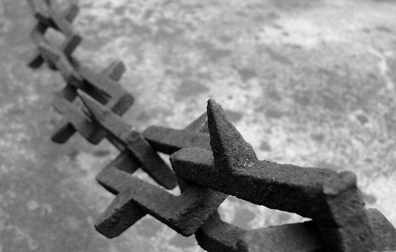 """photo """"chains I"""" tags: black&white,"""