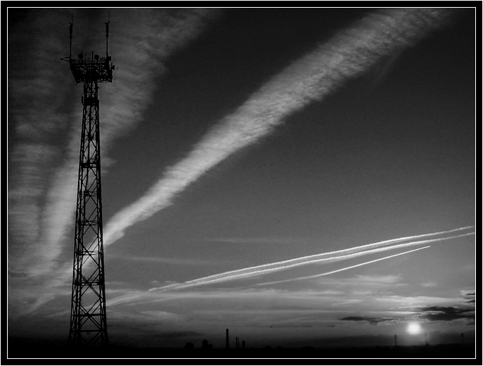 "photo ""And planes fly somewhere on the south"" tags: black&white, landscape, sunset"