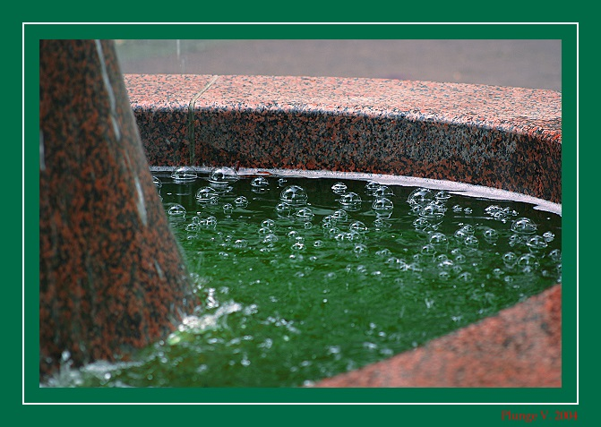 "photo ""green water"" tags: reporting, montage,"