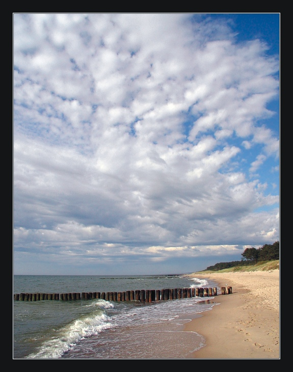 "photo ""Another ordinary day on my Beach ..."" tags: landscape, clouds, water"