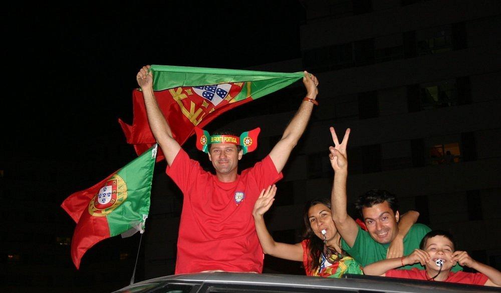 "photo ""Euro2004 - Portuguese dream..."" tags: sport, portrait,"