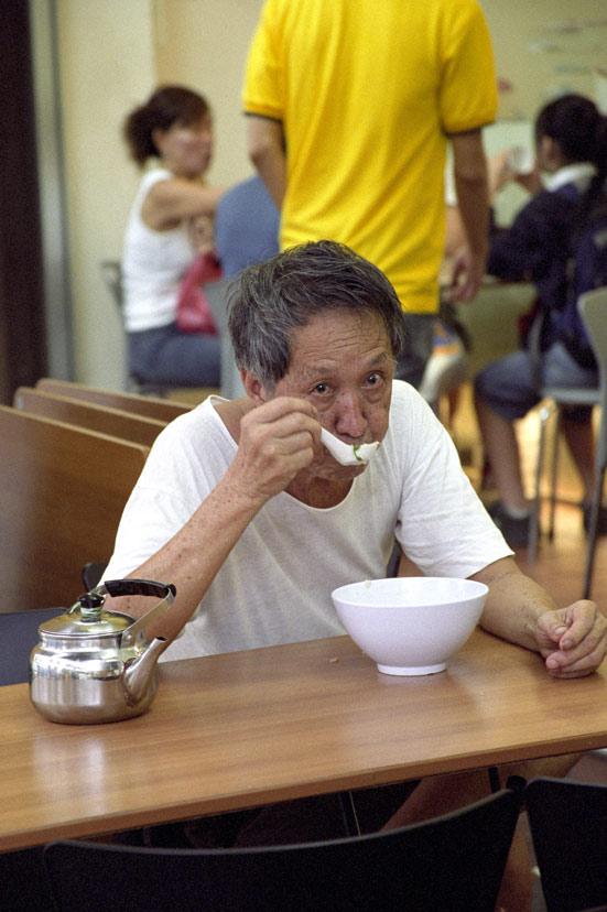 """фото """"Singapore Breakfast"""" метки: путешествия, портрет, Азия, мужчина"""