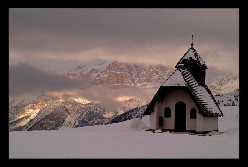 "фото ""Mysterious Chapel"" метки: пейзаж, закат, зима"