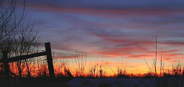"""фото """"Fence at Sunset"""" метки: пейзаж, закат, зима"""