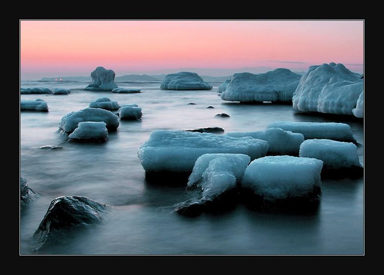 """фото """"Холодное море в холодных тонах"""" метки: пейзаж, вода, зима"""