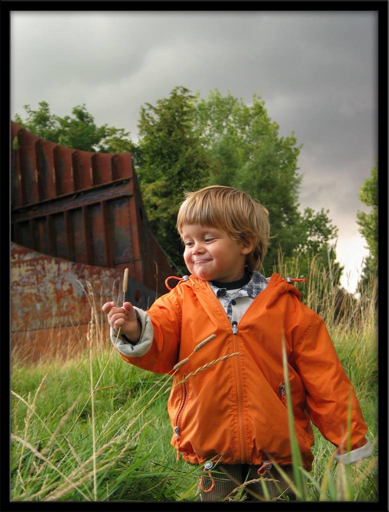 "фото ""В траве"" метки: портрет, дети"