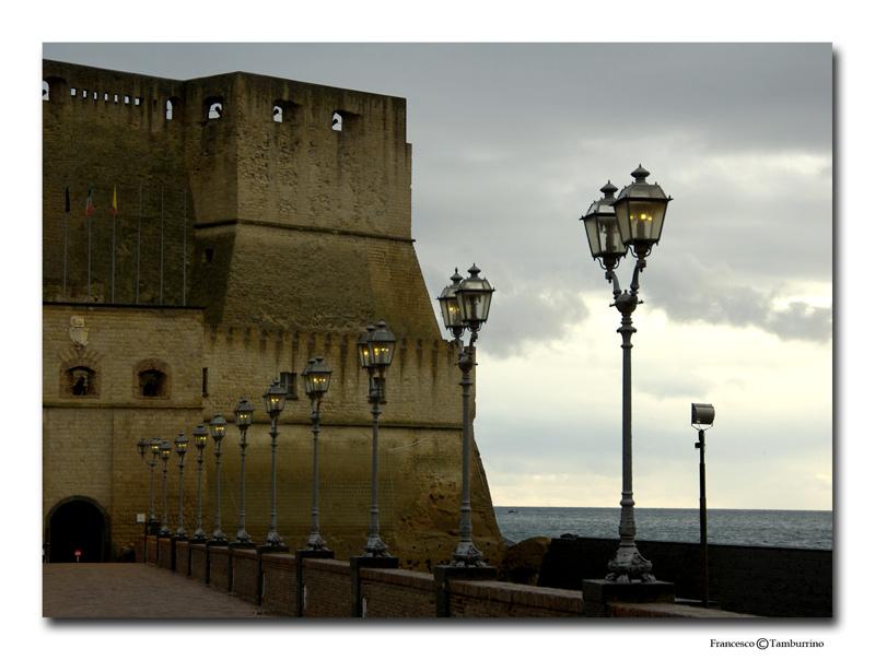 "фото ""Naples - Caste dell` Ovo - Entrance"" метки: путешествия, архитектура, пейзаж, Европа"