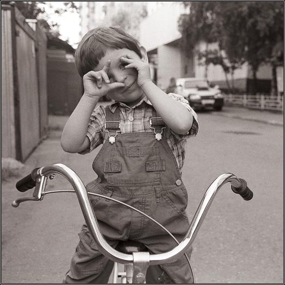 """фото """"Папа, сейчас я тебя сфотографирую!..."""" метки: портрет, жанр, дети"""
