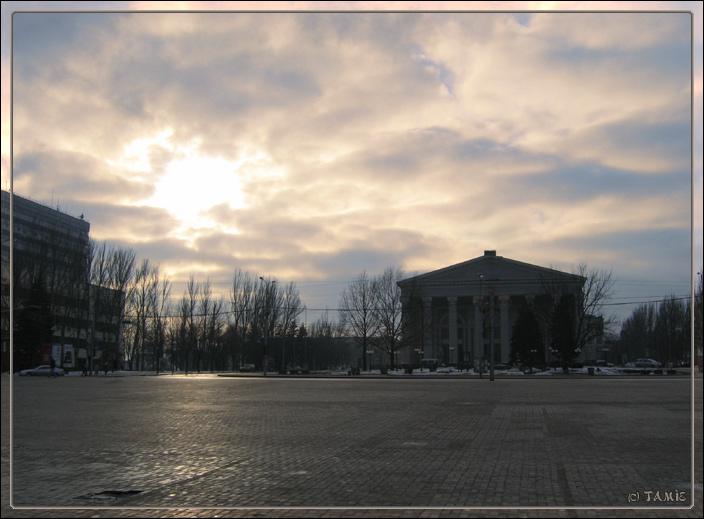 """фото """"Закат над площадью"""" метки: архитектура, пейзаж, облака"""