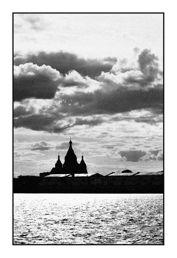 "photo ""Nizhniy-Novgorod en estilo ANTIGUA..."" tags: black&white, landscape, clouds"