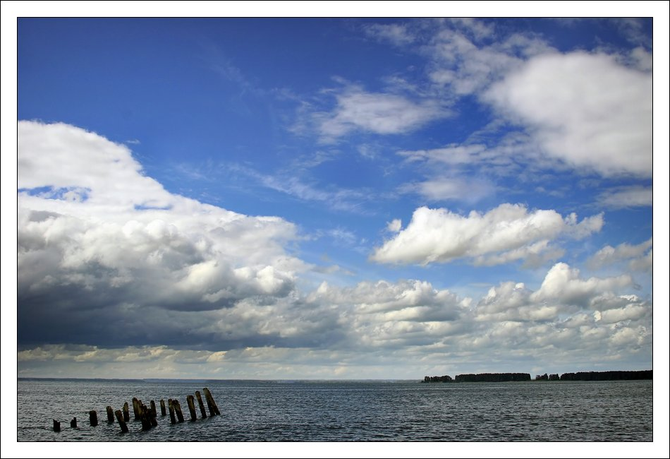 "photo ""cloudy landscape"" tags: landscape, clouds, water"