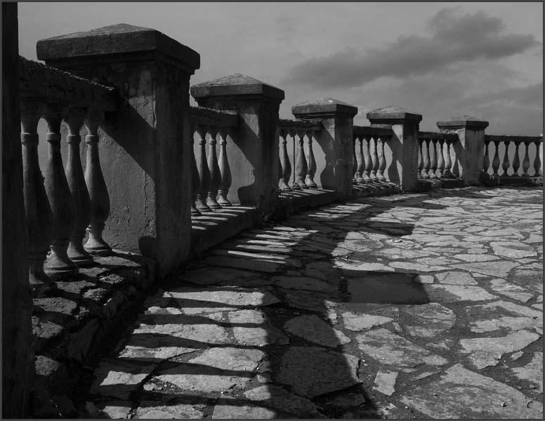 "photo ""Untitled photo"" tags: black&white,"
