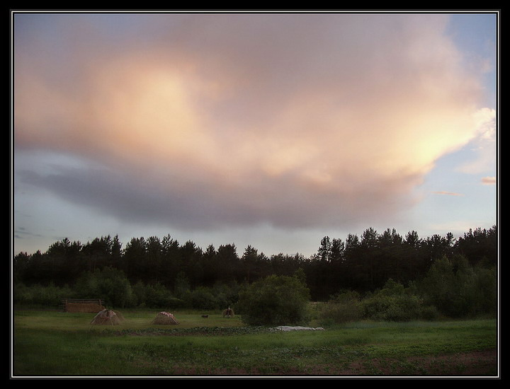 """photo """"evening in village"""" tags: landscape, clouds"""