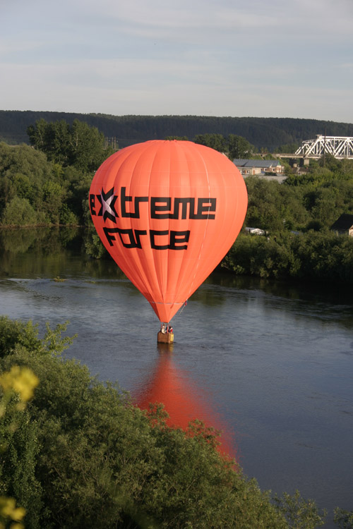 "photo ""Extreme baloon in water"" tags: technics, sport,"