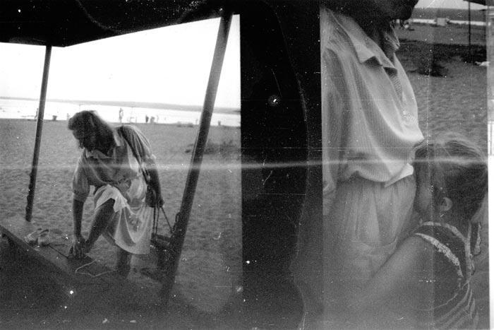 "photo ""Leaving a beach"" tags: black&white, genre,"