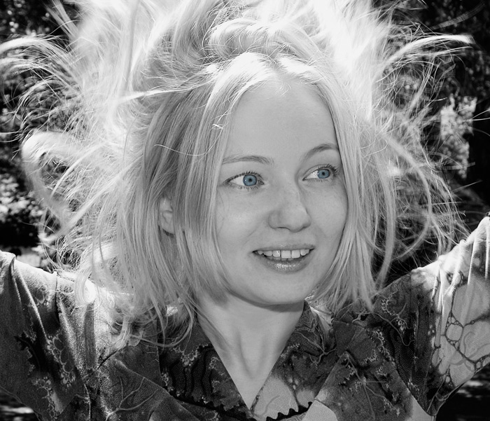 "photo ""Windy day"" tags: black&white, portrait, woman"