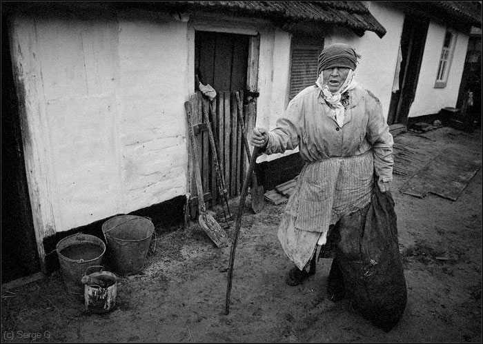 "photo ""Portrait of the Grandmother with a bag at a shed"" tags: genre, black&white,"
