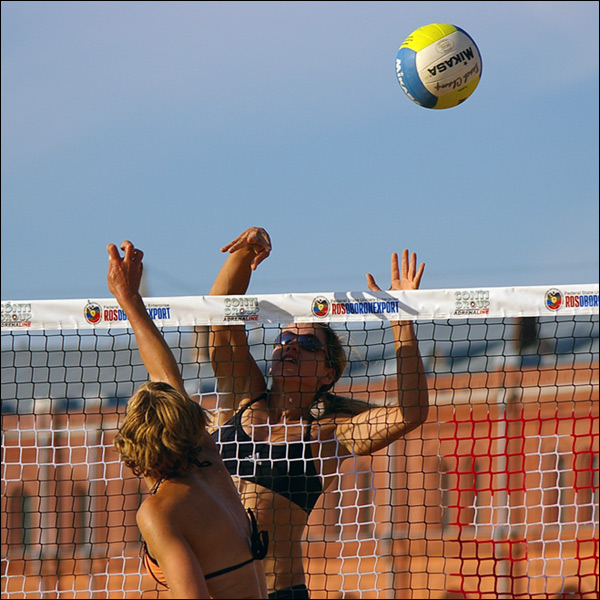 "photo ""Beach volleyball"" tags: sport, reporting,"