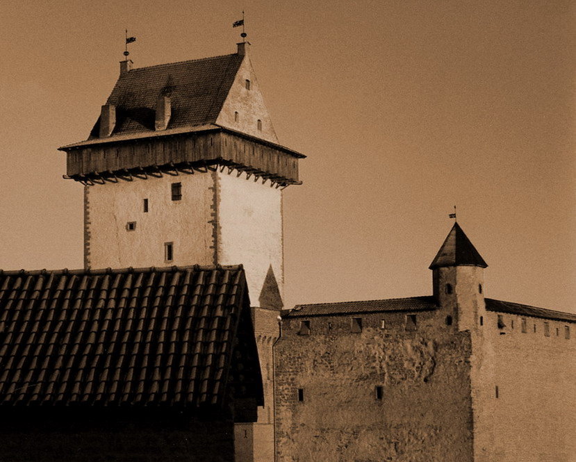 "photo ""Severe  fogt of Narva  not sleep"" tags: travel, architecture, landscape, Europe"