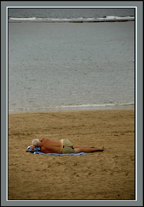"photo ""Impartial solitude"" tags: misc., reporting,"