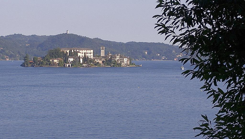 "photo ""San Giulio - Lake Of Orta - Italy"" tags: travel, landscape, Europe, mountains"