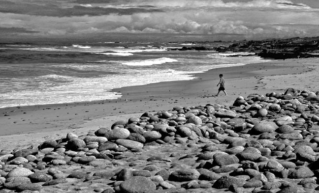 "photo ""Boy on the Beach"" tags: black&white, landscape, water"