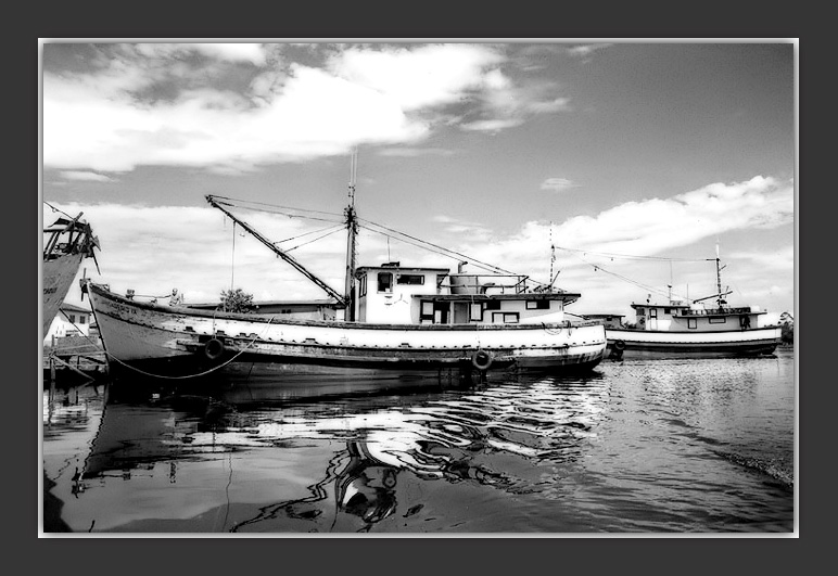 "photo ""Just a boats"" tags: landscape, black&white, water"